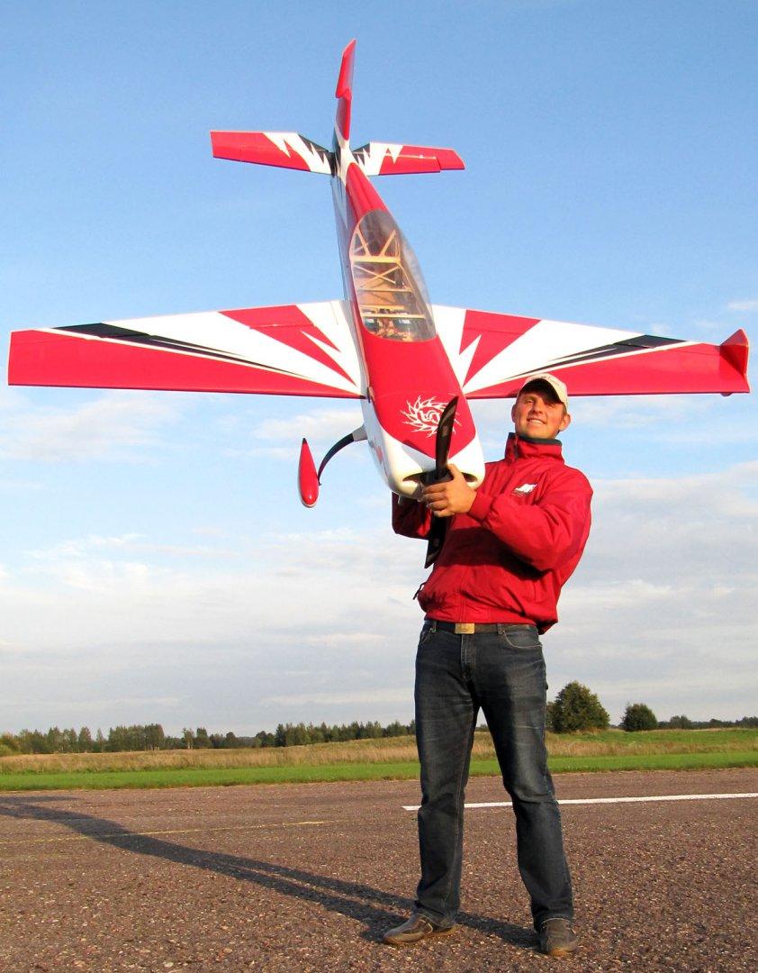 Extreme Flight RC 104 Extra 300 | Pauzuolis RC Shop